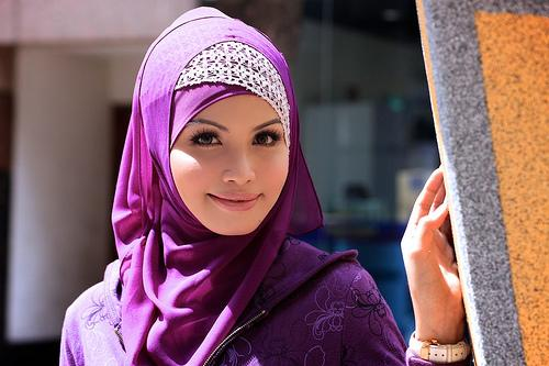 Make up in Hijab. Fine in Malaysia, not in UK?
